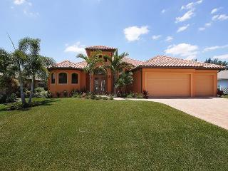 La Bella Casa - 4 Bedrooms, 3 Baths, Heated Pool and Spa, Gulf Access, Tiki Hut, Dock - Fort Myers vacation rentals