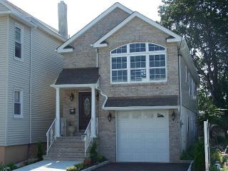 Luxury 3 Bedroom 3 Bath House! 15 Minutes Away From NYC - Paterson vacation rentals