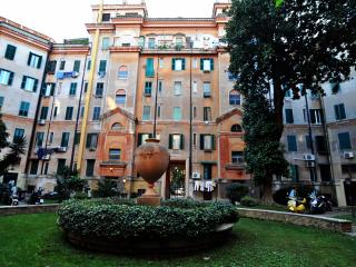 Flatinrome Testaccio sleeps 8 with elevator - Rome vacation rentals