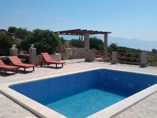 Stone houses with pool, 6 people - Selca vacation rentals