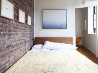 Brooklyn Artsy 1 bedroom - Berlin vacation rentals