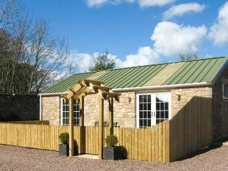 HUME COTTAGE, single-storey, pet-friendly cottage, tennis court, spacious open plan living, in Chirnside, Ref 28941 - Scottish Borders vacation rentals