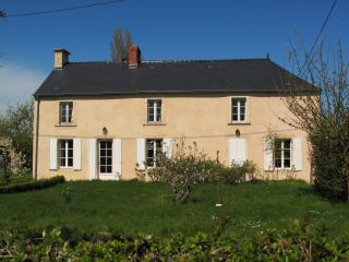 Close by Bayeux, family house with tennis court - Normandy vacation rentals