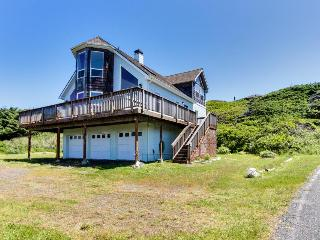 Starfish Ocean View with Hot Tub! - Gold Beach vacation rentals