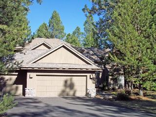 Premiere Vacation Home, Hot Tub, Bikes, Basketball Hoop - Sunriver vacation rentals