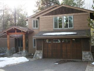 Relax in this Luxurious 4 Bedroom Home, Foosball, Air Hockey, Hot Tub - Sunriver vacation rentals