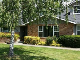 Huge 6 bedroom home, Private acre, pool, hot tub - Medford vacation rentals