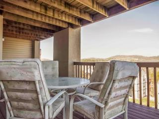 Cozy unit, Pool, Hot tub, Tennis court and next to Silver Dollar City (30-4) - Branson vacation rentals