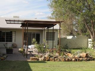 Stover House: Mid-Century Modern in Central Marfa - Big Bend Country vacation rentals