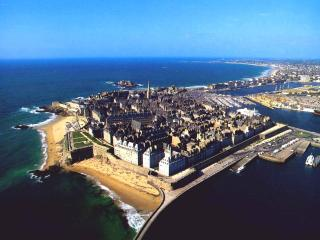 At the heart of St Malo, a beachfront apartment - Saint-Malo vacation rentals
