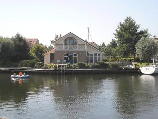 Bungalow a/t waterfront, wheelchair OK, launch boat - Workum vacation rentals