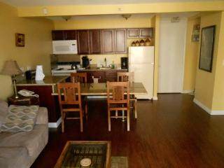 Waikiki Beachside 1 Bedroom Full Kitchen w/Balcony - Waikiki vacation rentals