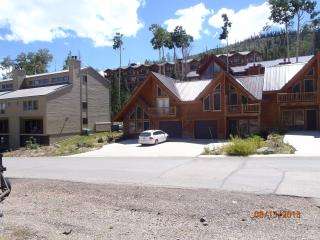 New & Cozy, close to lifts, tubing, and restaurant - Brian Head vacation rentals