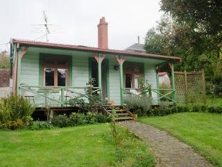 The Albion Cottage in colourful garden - Dunedin vacation rentals