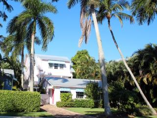 THE PALMS BEACH HOUSE & GUEST COTTAGE ~ Heart of Old Naples ~ Walk to Fifth Av Shopping & Dining - Naples vacation rentals
