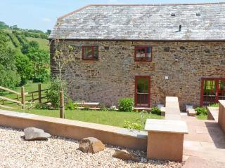 LAKE VIEW, quality cottage in country setting, fishing, views, superb accommodation near Crediton, Ref 16299 - Crediton vacation rentals