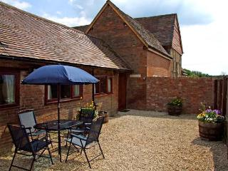 THE COW PEN, romantic, luxury holiday cottage, with a garden in Stratford-Upon-Avon, Ref 914529 - Warwickshire vacation rentals