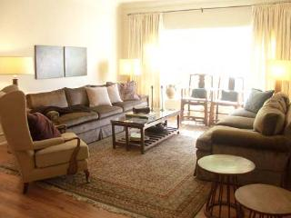 Beverly Hills 1 Bedroom plus Den or bedroom  (2528) - Los Angeles vacation rentals