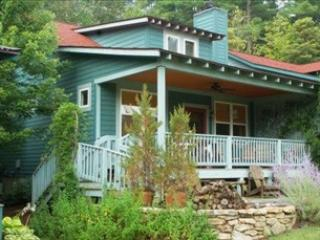Picturesque House with 2 BR & 2 BA in Flat Rock (The Lark 97037) - Flat Rock vacation rentals