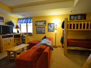 Rendezvous Campfire Cabin: Serene surroundings & lovely amenities make this three-bedroom home perfect for your next mountain ge - Fraser vacation rentals