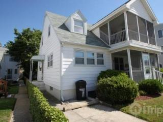 Ocean Block, Ocean View Second Floor Apartment with Screened in Porch Sleeping 8 in 3 Bedrooms - Bethany Beach vacation rentals