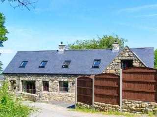 YR HEN EFAIL, woodburner, beach nearby, en-suite, modern, luxury cottage in Llwyngwril, Ref. 912433 - Gwynedd- Snowdonia vacation rentals