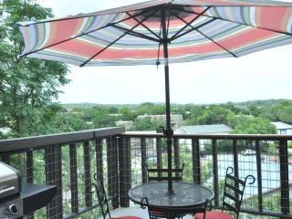 Top floor condo with view by Zilker, 2 mi to DT! - Austin vacation rentals