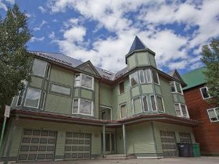 Smuggler E - 3 Bd + Spacious Loft - 3 Ba - Sleeps 9 - Spacious Property - Located 1 Block from the base of Lift 7 - Telluride vacation rentals