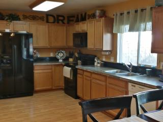 Perfect Spot for all Colorado Sprgs! Internet WiFi - Dallas vacation rentals