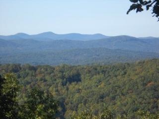Welcome to BlueJay Lodge - North Georgia Mountains vacation rentals