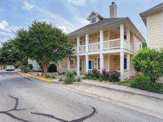 Modern Colonial 4 Bedroom Minutes From Downtown - Austin vacation rentals