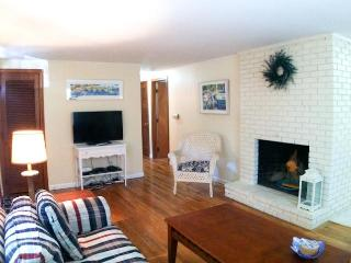 1 Mile to Beach - 3 Bedrooms with AC & WiFi - DE0116 - Dennis vacation rentals