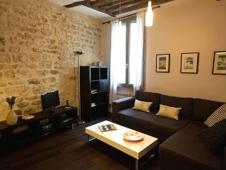 Saint Dominique One Bedroom - ID# 120 - Paris vacation rentals
