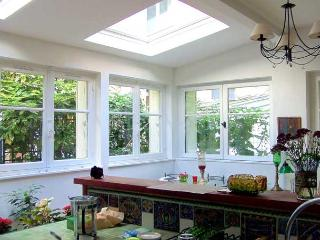 Garden Cottage in Central Paris One Bedroom - ID# 244 - Ile-de-France (Paris Region) vacation rentals