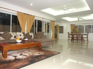 Pool villa in Chalong for rent - Chalong vacation rentals