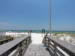 Beachwalk Townhome #17- Book Online!  Low Rates! Buy 3 Nights or More Get One FREE! - Destin vacation rentals