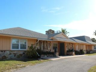 Exceptional Executive 6 Bedroom rental home across from Fort Myers Beach with new granite kitchens and decor -  Sun Palace - Fort Myers Beach vacation rentals