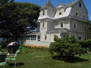 CAPTAIN'S QUARTERS | EAST BOOTHBAY | LINEKIN BAY | DOCK & FLOAT | BEAUTIFUL VICTORIAN CAPTAIN'S HOUSE | OCEAN FRONT  - East Boothbay vacation rentals