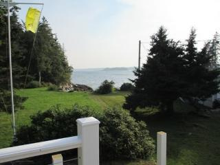 ISLAND VIEW| BOOTHBAY HAROR, MAINE | SPRUCE POINT | SPECTACULAR VIEWS| SHARED SANDY BEACH | 5 BEDROOMS | FAMILY REUNION - Boothbay vacation rentals