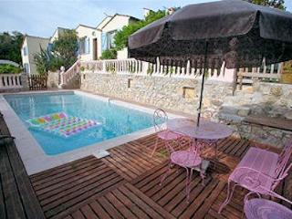 In Juan Les Pins seaside apartment in a private villa with pool - Golfe-Juan Vallauris vacation rentals