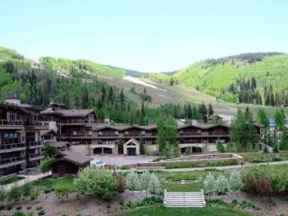 A beautiful vacation condo at Manor Vail Lodge: Book today through Sept 21 and save up to 33% - Vail vacation rentals