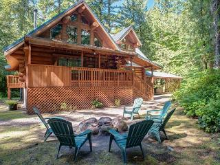 Riverwoods Lodge - Riverfront, Hot Tub, Dogs OK - Mount Hood vacation rentals