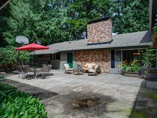Deer View Retreat - NEW! Warm & friendly, hot tub - Mount Hood vacation rentals