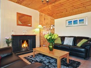 MONEYGOLD COTTAGE, pet friendly, country holiday cottage, with a garden in Grange, County Sligo, Ref 8846 - Grange vacation rentals