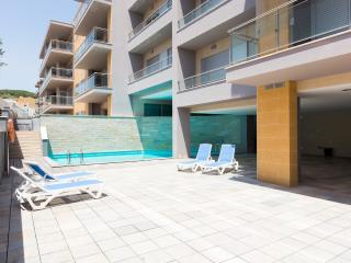 Luxury 2 Bedroom Air Conditioned Apartment, 2 Bathrooms with Swimming Pool - Sao Martinho do Porto vacation rentals
