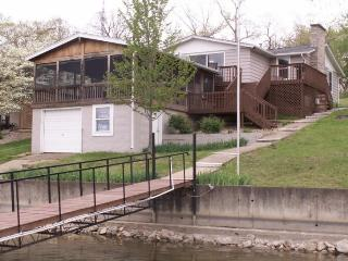 Knotty Pine - 2 Bedroom 2 Bath Ranch. Deep Water Cove. 3.5 MM Gravois Arm MillCreek Cove - Missouri vacation rentals