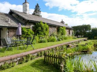 STATION MASTER'S HOUSE, former railway station, semi-detached, ground floor, parking, shared gardens, in Coniston, Ref 906561 - Coniston vacation rentals
