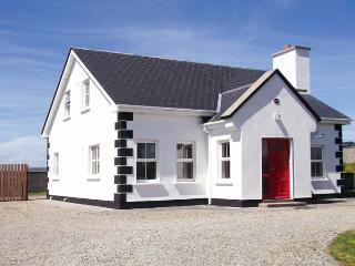 RUA, detached property, four bedrooms, enclosed garden, open fire, en-suite, sea views in Belmullet, Ref 14891 - Belmullet vacation rentals