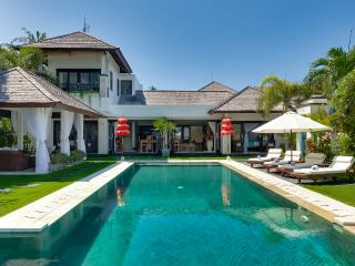 Waterfront villa Sunset. HOT 1-, 2- & 3-bdr rates. - Nusa Dua vacation rentals
