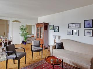 Luxury One Bedroom Paris Marais Place des Vosges - Paris vacation rentals